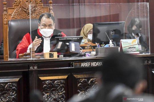 Arief Hidayat sapa teman-teman lama dalam sidang sengketa pilkada