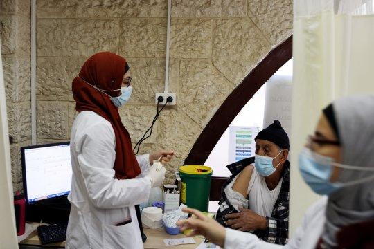Israel berbagi vaksin COVID dengan Palestina, Honduras, Ceko