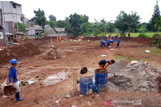 Pemkot Jaktim keruk waduk dan saluran air untuk cegah banjir