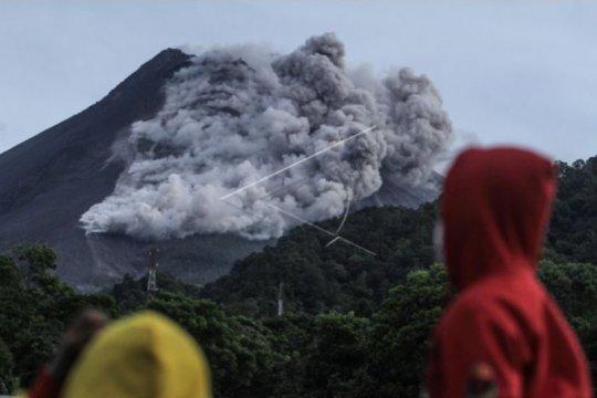 Awan panas guguran Merapi meluncur sejauh 3.000 meter
