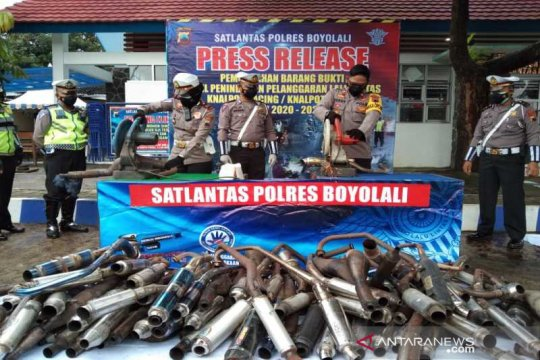 Tidak standar pabrikan, Polres Boyolali musnahkan 250 knalpot sitaan