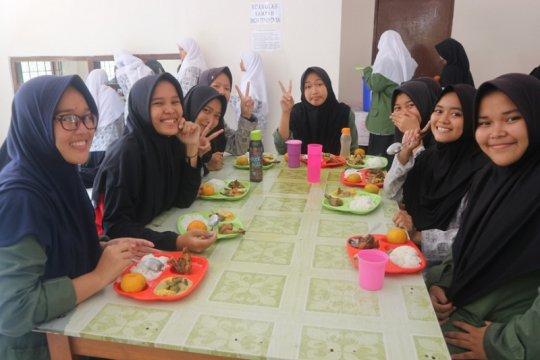 Ajinomoto kembali gelar School Lunch Program di Hari Gizi