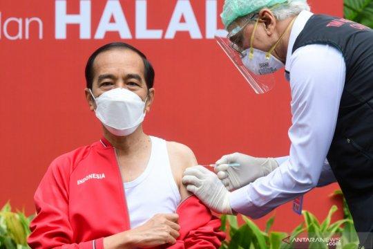 Sepekan, pelantikan Kapolri hingga vaksinasi kedua untuk Presiden