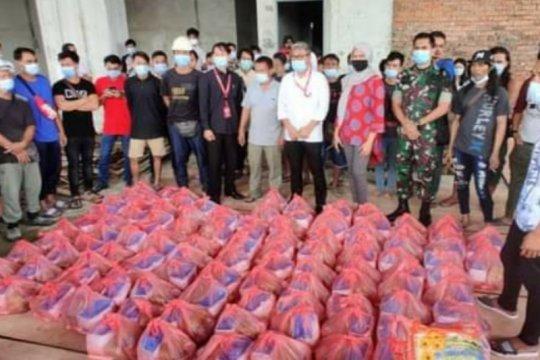 KJRI Kuching berikan bantuan sembako 115 PMI korban kebakaran