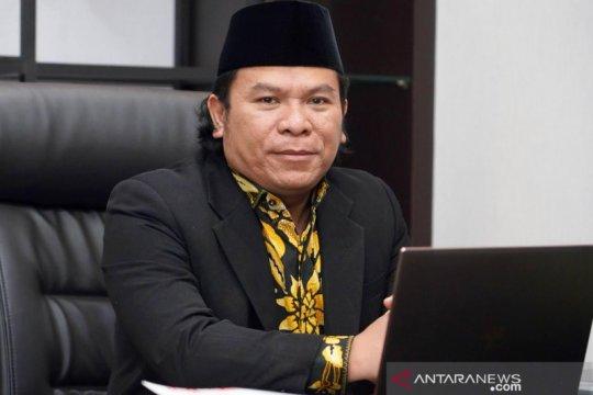 "Anggota DPR sebut KPU perlu ""tracking"" status kewarganegaraan cakada"