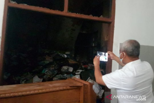 Wali Kota Bekasi tinjau lokasi kebakaran Kantor Dinas Pendidikan