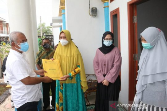 Wali Kota Bekasi serahkan akta kematian korban Sriwijaya Air