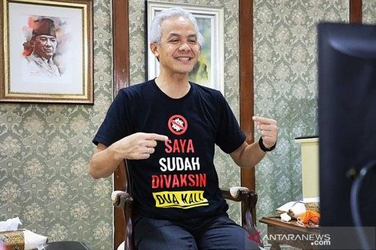 Gubernur Jateng sosialisasikan vaksinasi COVID-19 aman melalui kaus