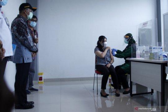 Menko PMK tinjau vaksinasi  COVID-19