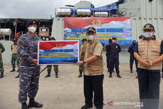 KRI Teluk Hading bawa bantuan TNI AL untuk korban banjir Kalsel