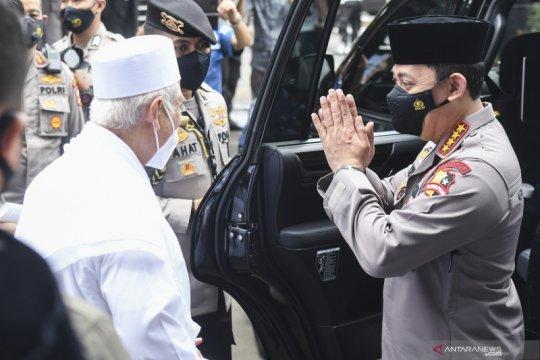 Melihat gaya Jenderal Polisi Listyo Sigit rangkul ormas Islam