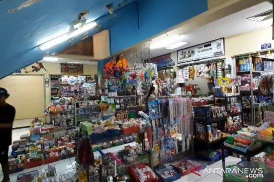 Pedagang Pasar Gembrong Baru andalkan pendapatan dari pelanggan tetap