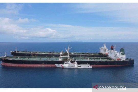 Ketika dua super tanker asing memasuki perairan Indonesia