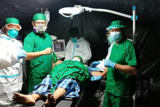 Rumah Sakit Lapangan TNI-AD mengoperasi tiga warga korban gempa