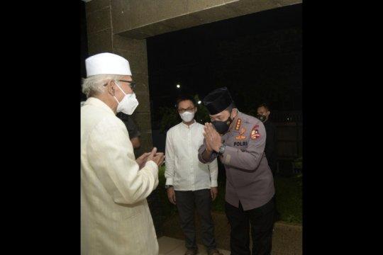 Kapolri bersilaturahmi dengan Ketua Umum MUI di kediamannya