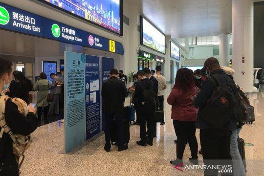 China tangguhkan empat maskapai penerbangan asing