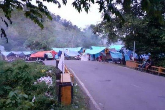 Warga Mamuju kembali mengungsi akibat gempa susulan