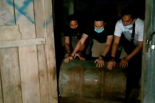 Polisi Jambi gerebek 4 gudang pengolahan minyak ilegal
