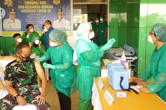 20 relawan menerima vaksinasi COVID-19 di Papua