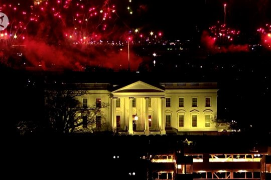 Kembang api hiasi langit Washington untuk malam pertama Biden-Harris