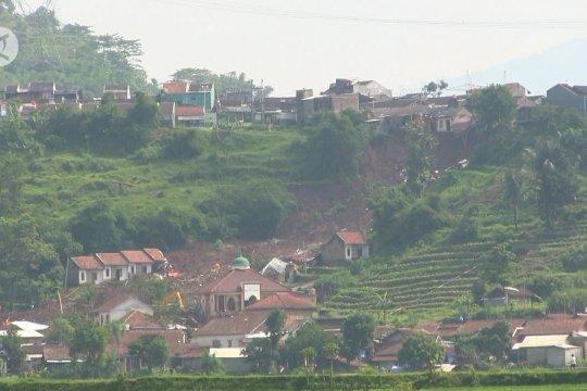 Pemkab Sumedang evaluasi bangunan di area perbukitan rawan bencana longsor