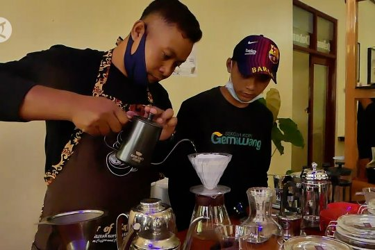 Sekolah kopi Gemawang, dukung panen dan diminati milenial
