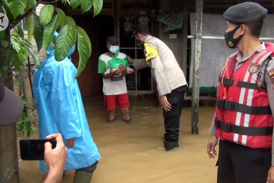Sembako dan nasi bungkus untuk korban banjir Kab. Balangan