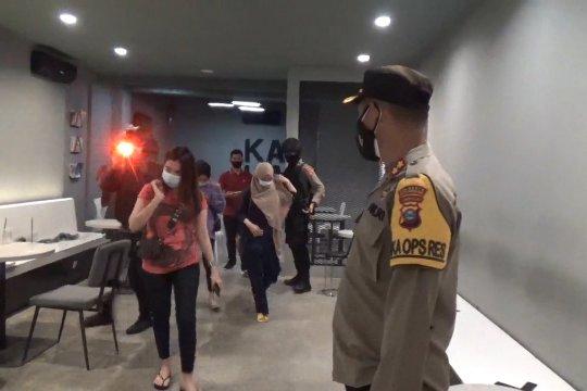 PPKM Banjarmasin, petugas sasar rumah makan yang melanggar jam operasional