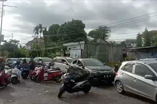Antrean panjang BBM pasca-gempa di Mamuju