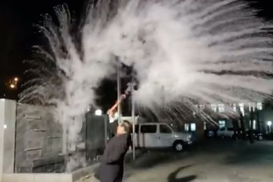 KBRI Beijing viralkan fenomena pembekuan air mendidih
