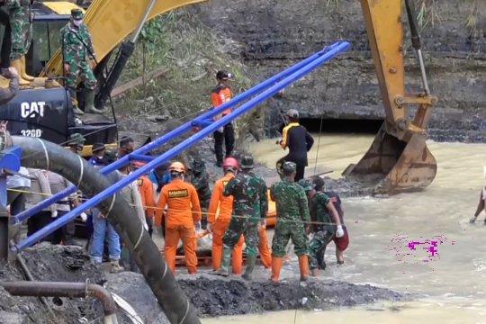 SAR lanjutkan pencarian 2 korban longsor tambang di Kalsel