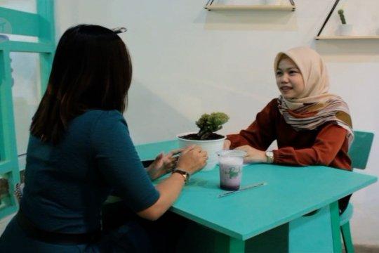 Konsultasi psikologi di kedai kopi