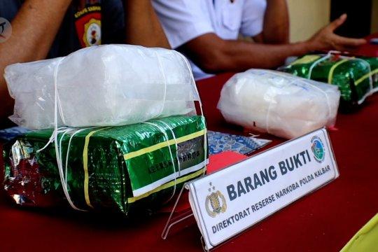 Polda Kalbar musnahkan 4 kg sabu dan 498 pil ekstasi