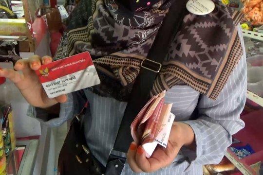 950 Ribu KK di Padang dan Banda Aceh terima bansos