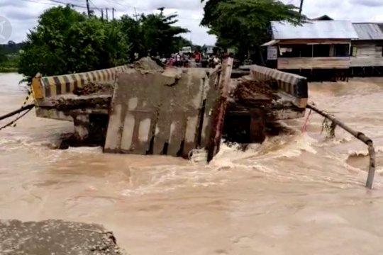 Jembatan di Banjar roboh, jalur trans Kalsel-Kaltim terputus