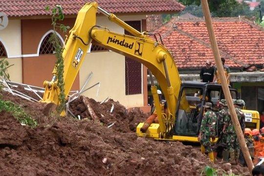 Tim SAR gabungan kerahkan alat berat, jenazah korban ke-13 ditemukan