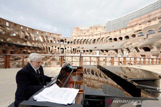Persiapan konser pasca dibukanya kembali Colosseum
