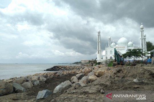 BNPB bantu penanganan tiga titik abrasi Pantai Padang