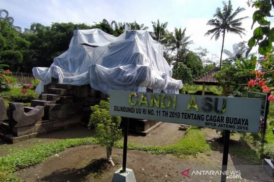 Candi Asu dan Candi Pendem ditutup plastik antisipasi hujan abu Merapi