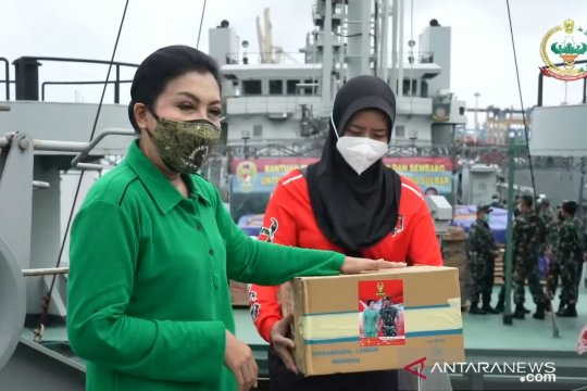 Istri Kasad beri bantuan kru ADRI LII bertugas ke lokasi bencana