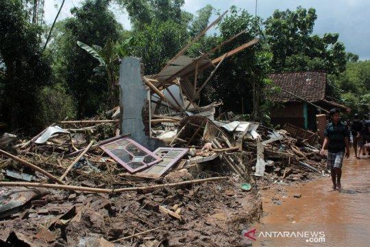 Banjir bandang terjang desa di Jombang