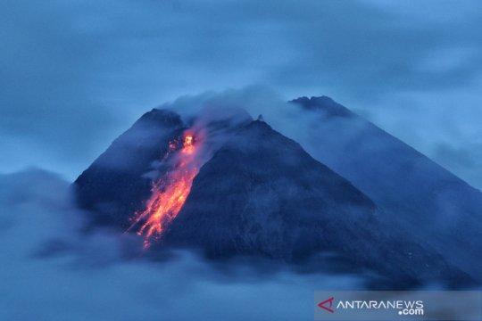 Guguran lava pijar Merapi meluncur ke arah Kali Krasak dan Boyong