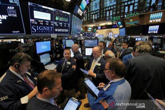 Wall Street ditutup beragam, Dow dan S&P 500 naik untuk hari ketiga