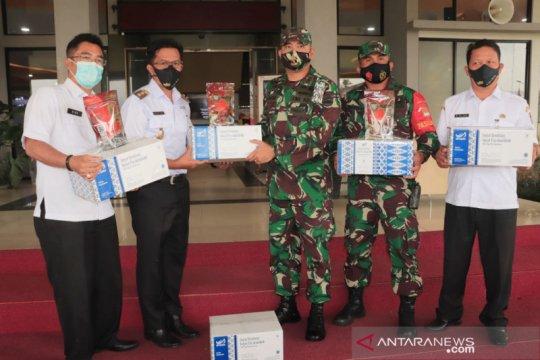 Payakumbuh serahkan bekal randang bagi prajurit TNI yang Pamtas RI-PGN