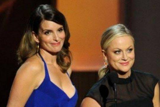 Tina Fey dan Amy Poehler jadi pembawa acara Golden Globe