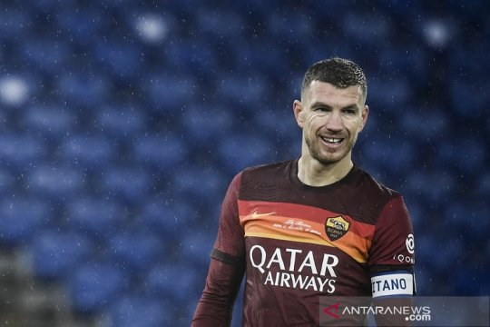 Edin Dzeko dicopot dari jabatan kapten usai cekcok dengan pelatih Roma