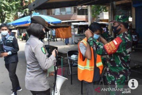 Petugas gabungan di Kabupaten HSS beri sanksi warga tak patuh prokes