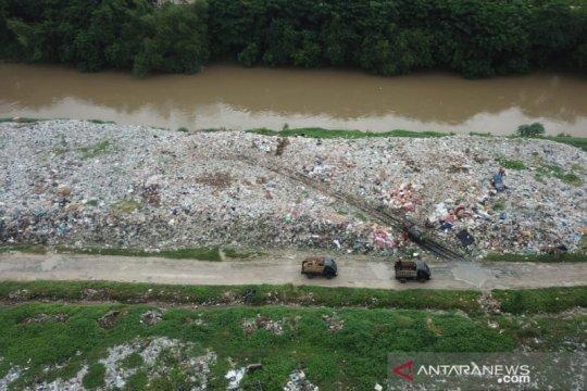 Pemkab Bekasi ancam pidana pembuang sampah Kali CBL