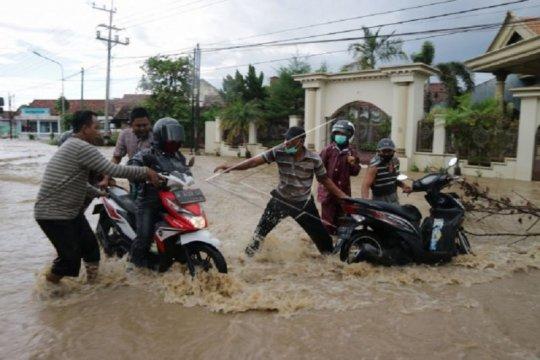 Banjir setinggi 1 meter masih genangi dua desa di Jombang