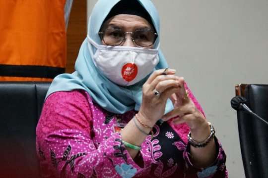 KPK menahan dua tersangka kasus korupsi proyek jalan di Bengkalis